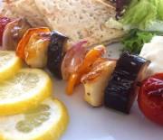 Σουβλάκια λαχανικών με χαλούμι