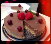 Πανεύκολη σοκολατένια τουρτίτσα χωρίς ψήσιμο