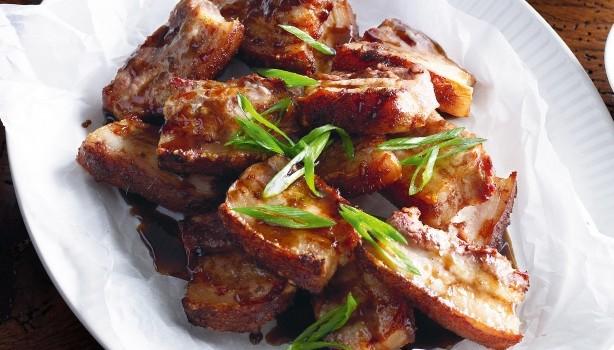 Χοιρινά παϊδάκια με γλυκιά κινέζικη σάλτσα