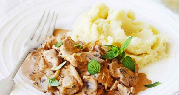 Χοιρινά φιλετάκια σε σάλτσα μανιταριών με πουρέ