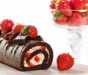 Κορμός σοκολάτας με κρέμα και φράουλες