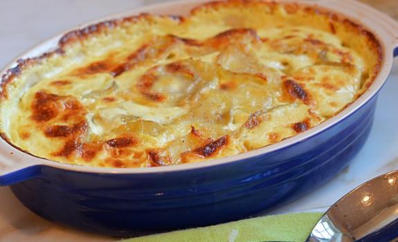 """Πατάτες """"Ογκρατέν"""" σε κρεμώδη σάλτσα τυριού"""