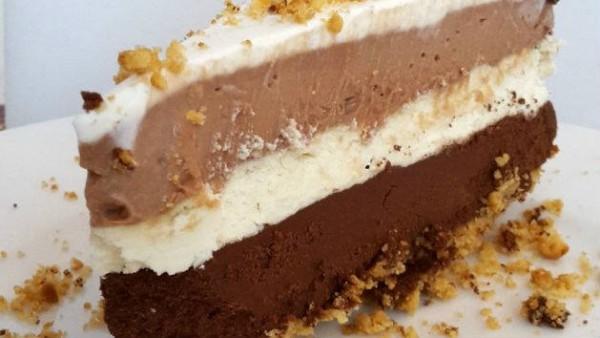 Δροσερό γλυκό ψυγείου τριπλής σοκολάτας
