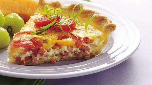Τάρτα τυριών με ζαμπόν και ντομάτα