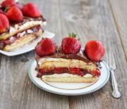 Γλυκό ψυγείου με φράουλες και Nutella χωρίς ψήσιμο