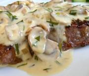 Μπριζόλες μοσχαρίσιες με σάλτσα τυριού, μουστάρδας, μανιταριών