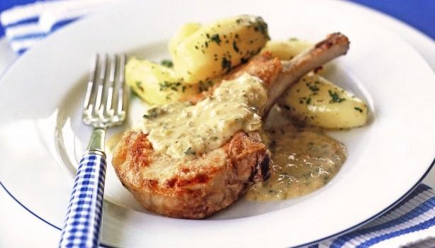 Χοιρινά μπριζολάκια με σάλτσα Ντιζόν