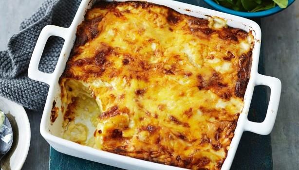 Πατάτες με κρεμώδη σάλτσα τυριών στο φούρνο