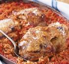 Κοτόπουλο με ρύζι κοκκινιστό και μυρωδικά στο φούρνο