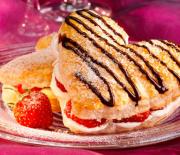 Ανάλαφρο και δροσερό γλύκισμα με φράουλες