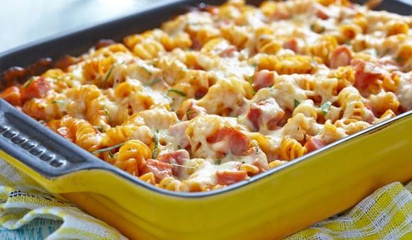 Βίδες με ζαμπόν, ντομάτες και τυριά στο φούρνο
