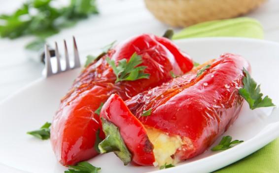 Πιπεριές Φλωρίνης γεμιστές με τυρί φέτα
