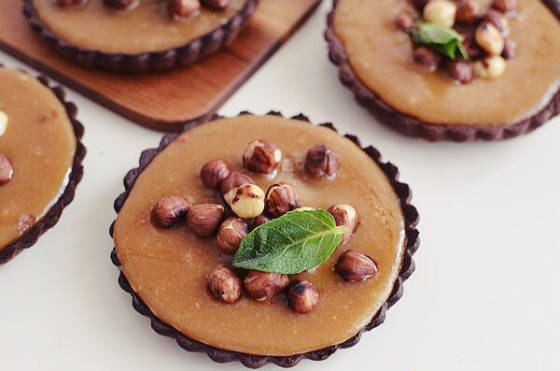 chocolate-caramel-tart-and-roasted-nuts-recipe-food-photography-styling-cf83cf85cebdcf84ceb1ceb3ceae-cf84ceaccf81cf84ceb1-cebaceb1cf81ceb1cebcceadcebbceb1