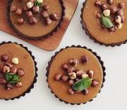 Ταρτάκια καραμέλας σε τραγανή σοκολατένια βάση