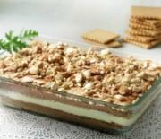 Δροσερό μπισκοτογλυκό με κρέμα βανίλιας και σοκολάτας