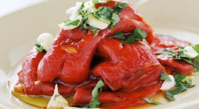 Πιπεριές με σκορδάτη σάλτσα