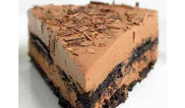 Σοκολατένιο γλύκισμα με 4 υλικά χωρίς ψήσιμο