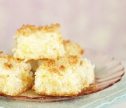 Κέικ ινδοκάρυδου με κρέμα λεμονιού και επικάλυψη καρύδας