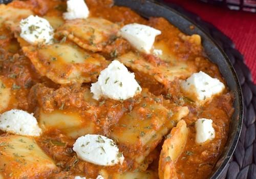 Ραβιόλια με κόκκινη σάλτσα τυριών