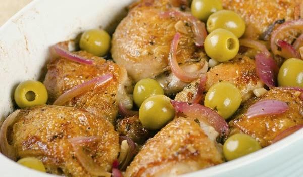 Κοτόπουλο με πράσινες ελιές