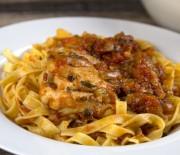 Κοτόπουλο κοκκινιστό με ταλιατέλες
