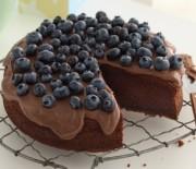 Πανεύκολο σοκολατένιο κέϊκ με γλάσο σοκολάτας