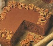 Κέϊκ σοκολάτας με καρύδια και σοκολατένιο γλάσο