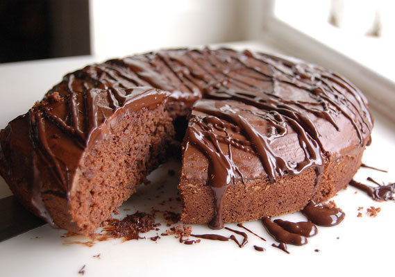 Plain-Chocolate-Cake-Recipe-Slice-e1385208692978