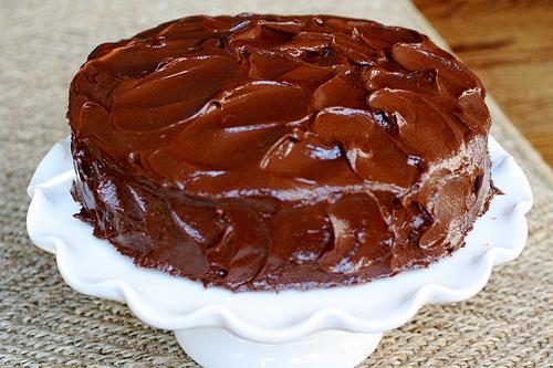 Έξτρα σοκολατένιο κέικ με πορτοκάλι, γεμιστό & καλυμμένο με γκανάς σοκολάτας