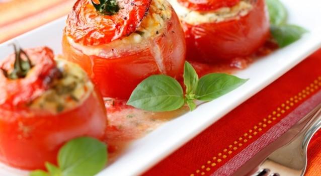 Ντομάτες γεμιστές με τυριά και μυρωδικά