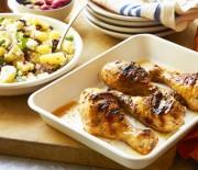 Ψητά μπουτάκια κοτόπουλου μαριναρισμένο με γιαούρτι και ζεστή πατατοσαλάτα