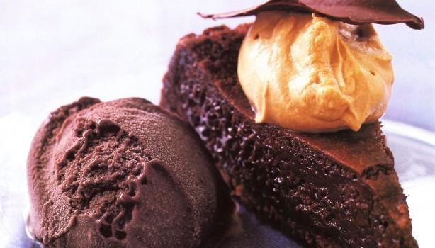 Σοκολατόπιτα υγρή και κρέμα μασκαρπόνε με καφέ