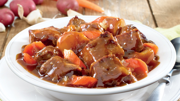 Μοσχαράκι σιγοβρασμένο με πατάτες και καρότα