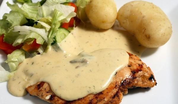 Ψητό φιλέτο κοτόπουλου με σάλτσα μουστάρδας
