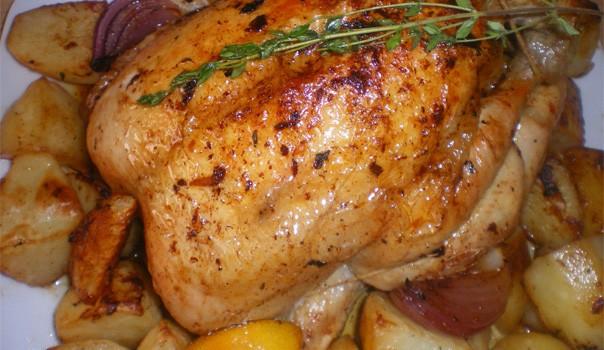 Κοτόπουλο μυρωδάτο με πατάτες στο φούρνο