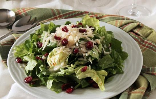 Πράσινη σαλάτα με cranberries, παρμεζάνα και υπέροχο dressing