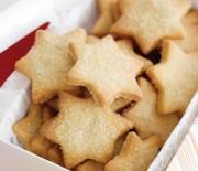 Χριστουγεννιάτικα μπισκότα αστέρια με βανίλια και κανέλα