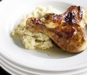Μπουτάκια κοτόπουλου σκορδάτα, με πουρέ μουστάρδας και σάλτσα κρασιού με μέλι