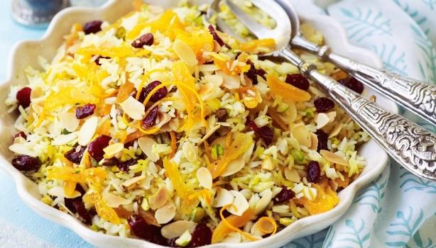 Σαλάτα ρυζιού με βερίκοκα, αμύγδαλα και cranberries