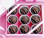 Τρουφάκια σοκολατένια με καραμέλα και άρωμα πορτοκαλιού