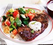 Πικάντικα αρνίσια μπριζολάκια και σάλτσα γιαουρτιού με ταχίνι