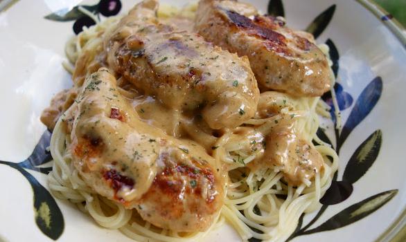 Πικάντικο κοτόπουλο σε κρεμώδη σάλτσα με σπαγγέτι