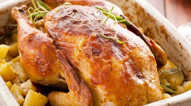 Μυρωδάτο κοτόπουλο με πατάτες στο φούρνο