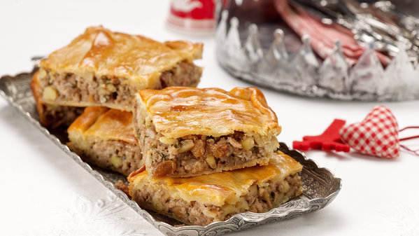 Πίτα με κιμά, κάστανα και σταφίδες