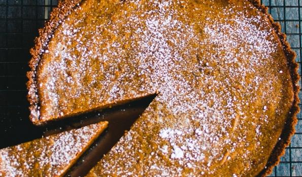 Καροτόπιτα με ζαχαρούχο γάλα σε μπισκοτένια βάση