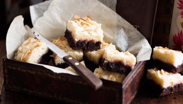 Σοκολατένιο γλύκισμα με επικάλυψη κρέμας ινδοκάρυδου