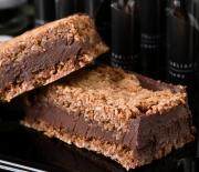 Σάντουιτς με μπισκότο ινδοκάρυδου και γέμιση σοκολάτας