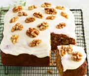 Κέικ καρότου με καρύδια και μπαχαρικά