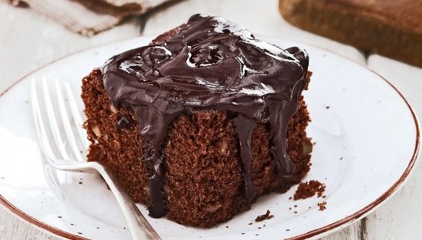 Σοκολατένιο κέικ με σος σοκολάτας στο φούρνο μικροκυμάτων
