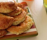 Υπέροχα τυροπιτάκια με ζύμη γιαουρτιού